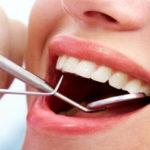 Ce riscăm când optăm pentru un implant dentar