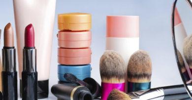 Cum influențează produsele cosmetice calitatea pielii?